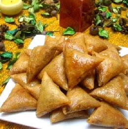 Ingrédients pour 4 personnes, cuisine marocaine , recette marocaine des  briouats aux amandes et au miel